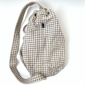 BAGGU canvas sling bag in Natural Grid